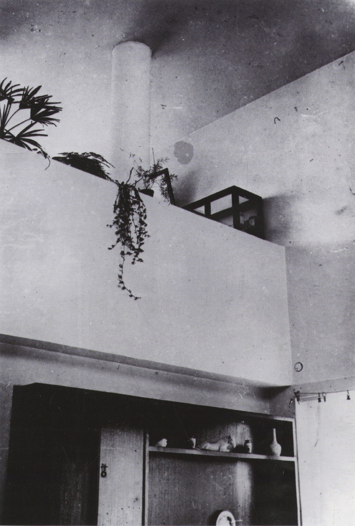 Residential interior of moisei ginzburg and ignatii for Avant garde interiors