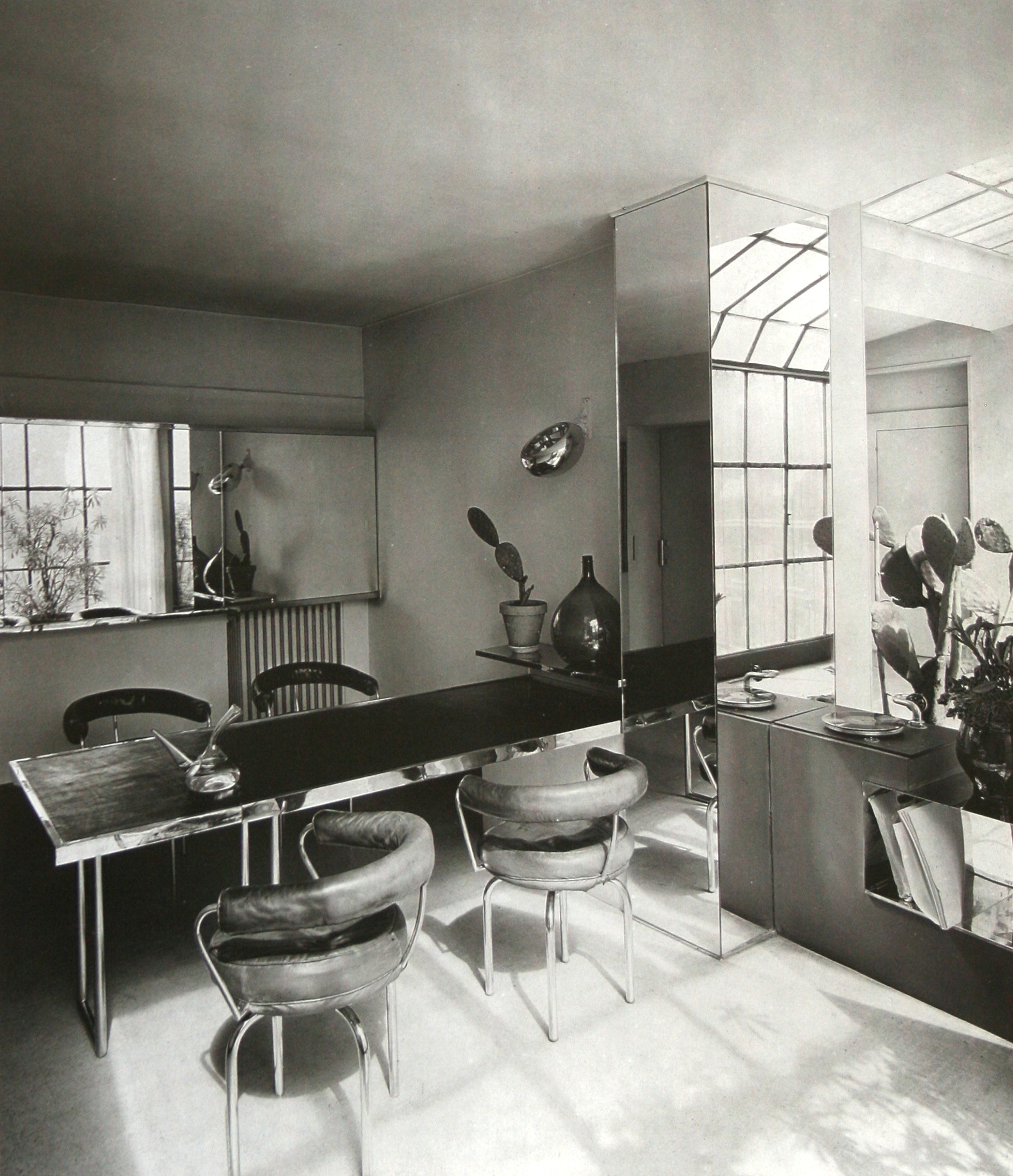Salle à manger de l\'appartement-atelier Place St Sulpice, 1927 | The ...