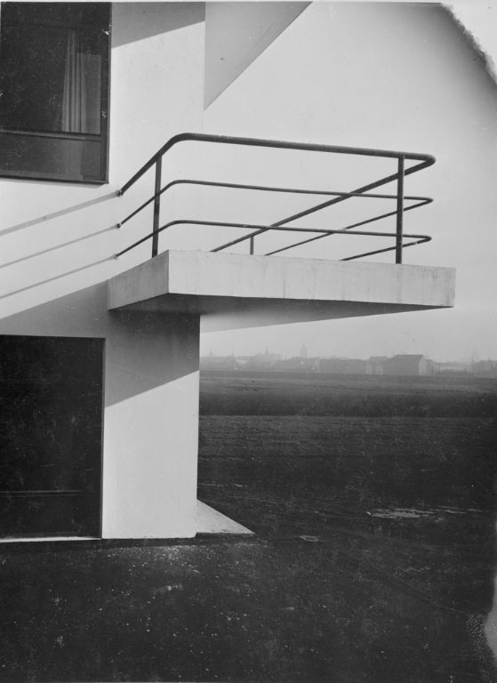 lucia schulz moholy bauhaus building dessau 1925 1926. Black Bedroom Furniture Sets. Home Design Ideas
