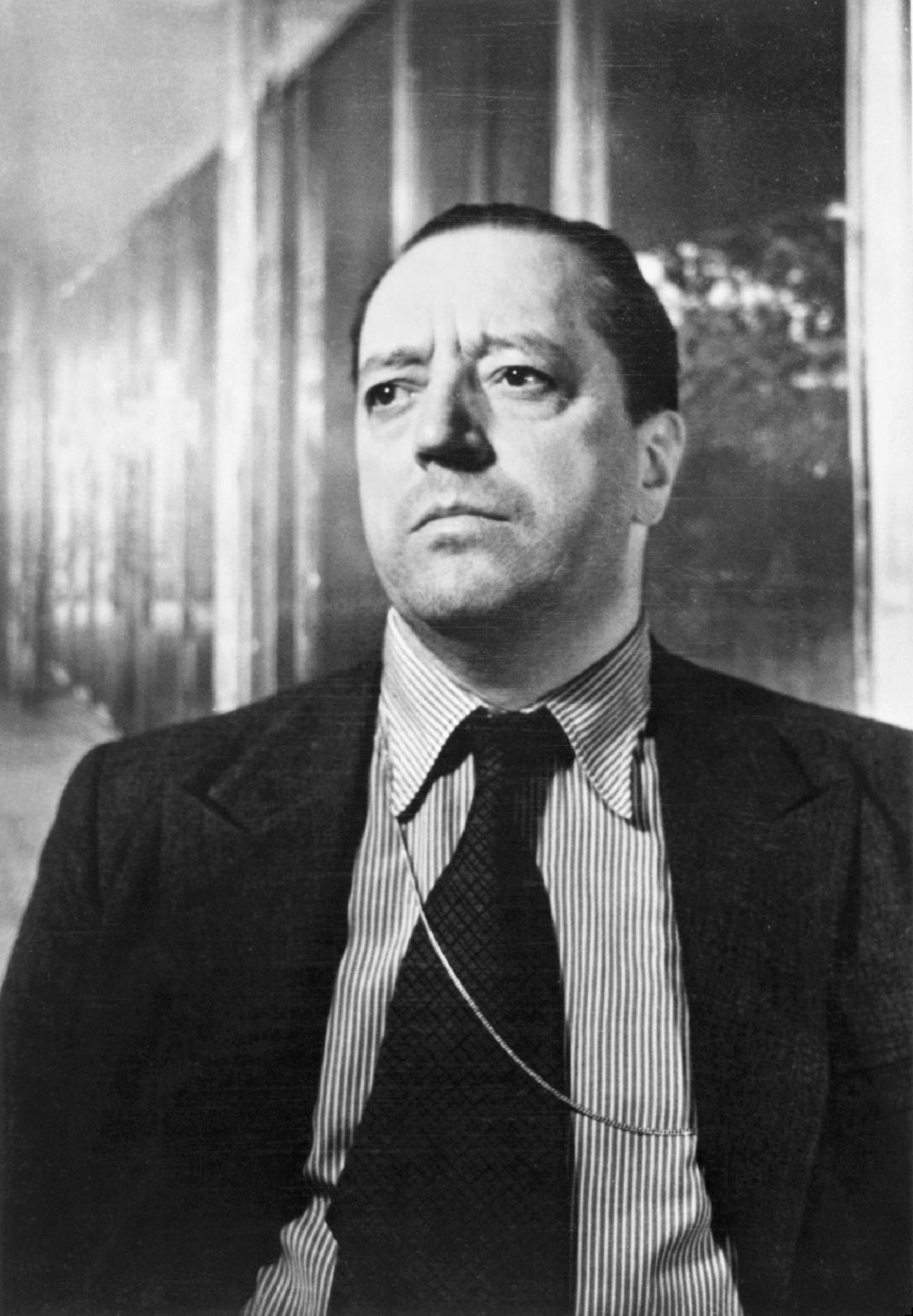 portrait of ludwig mies van der rohe photo werner rohde 1934 bauhaus the charnel house. Black Bedroom Furniture Sets. Home Design Ideas